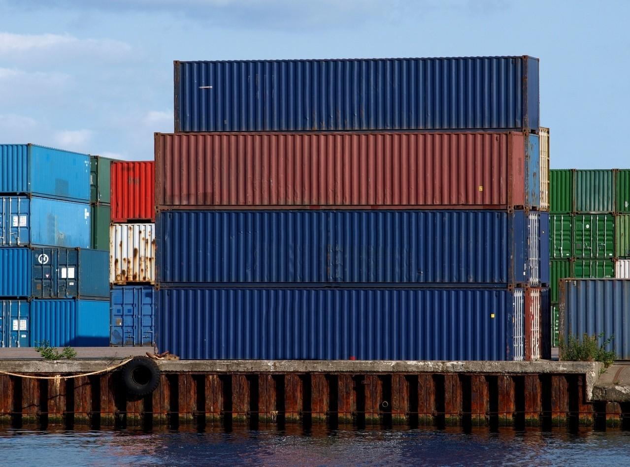 Wybór kontenerów przy transporcie morskim