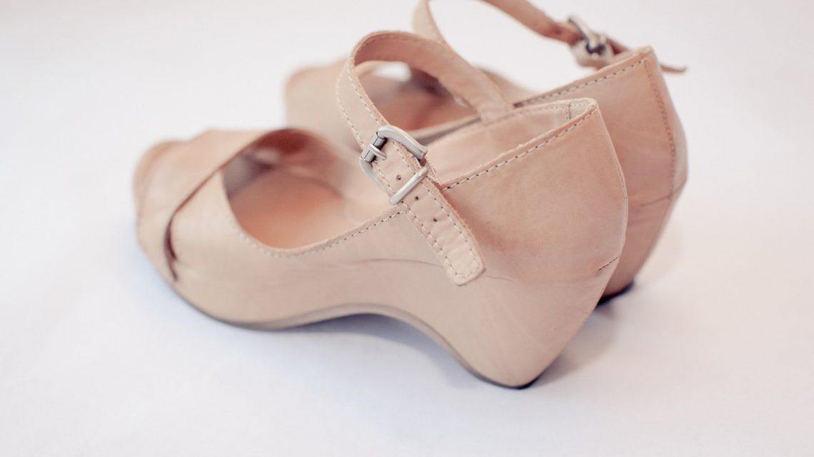 Buty z tworzywa sztucznego